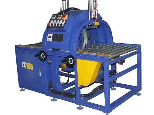 Semi-automatic horizontal wrapping machine
